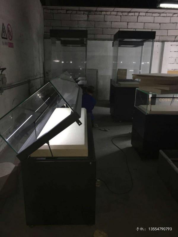 深圳液压掀起式博物馆展柜制作